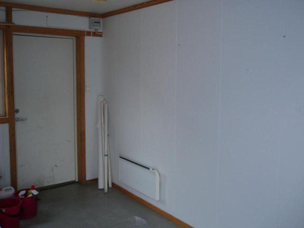 Brakke med garderobe 2 toalett 1 dusj og vaskerom for for Garderobe 600