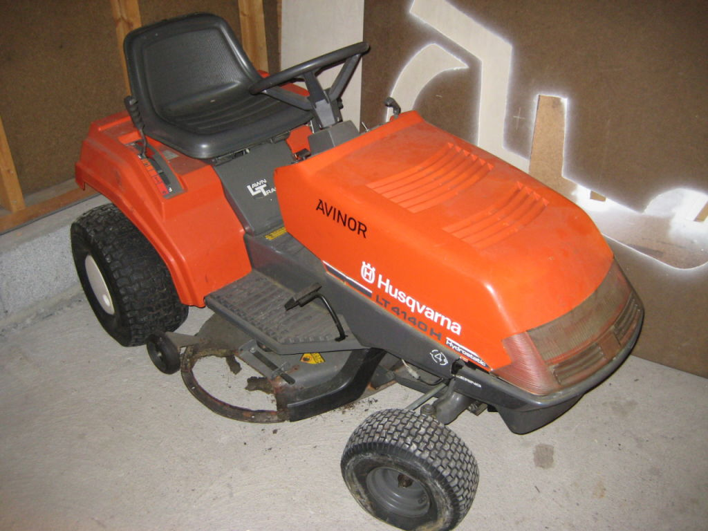 husqvarna traktorklipper lt 4140 g h for sale retrade. Black Bedroom Furniture Sets. Home Design Ideas