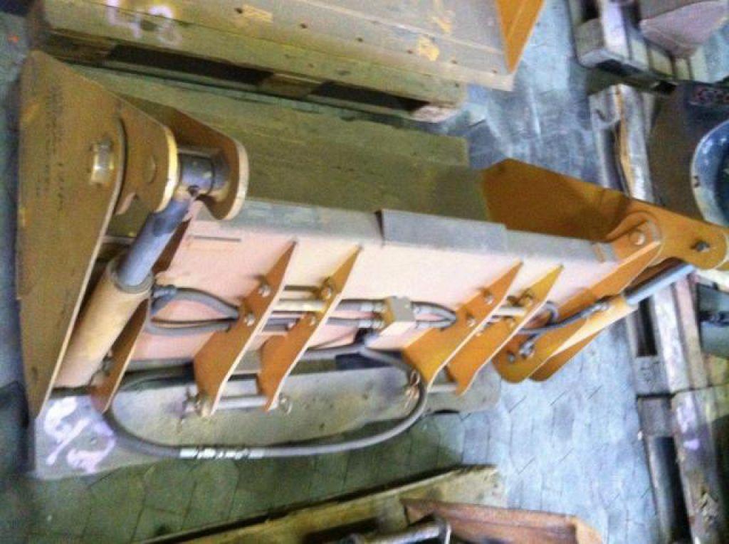 Ubrugt 4 i 1 skovl til minilæsser til salg. På Retrade kan du købe brugt udstyr, maskiner ...
