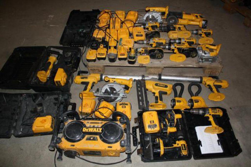Massivt Stort Dewalt Akku Værktøjs sæt, Diverse modeller for sale. Retrade QB99