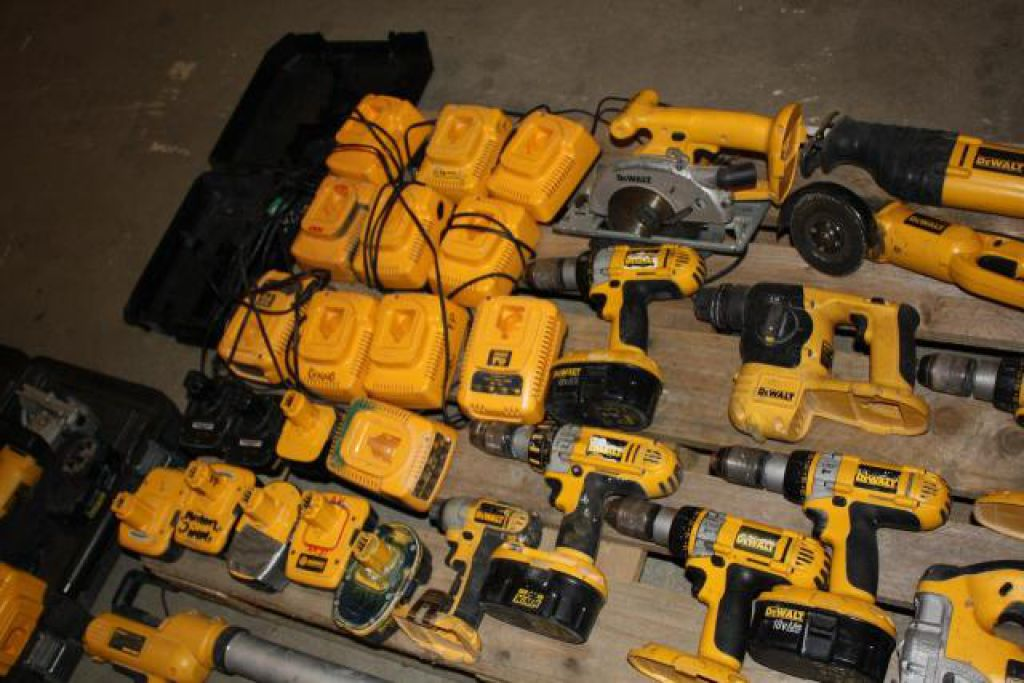 Massivt Stort Dewalt Akku Værktøjs sæt, Diverse modeller for sale. Retrade LJ29