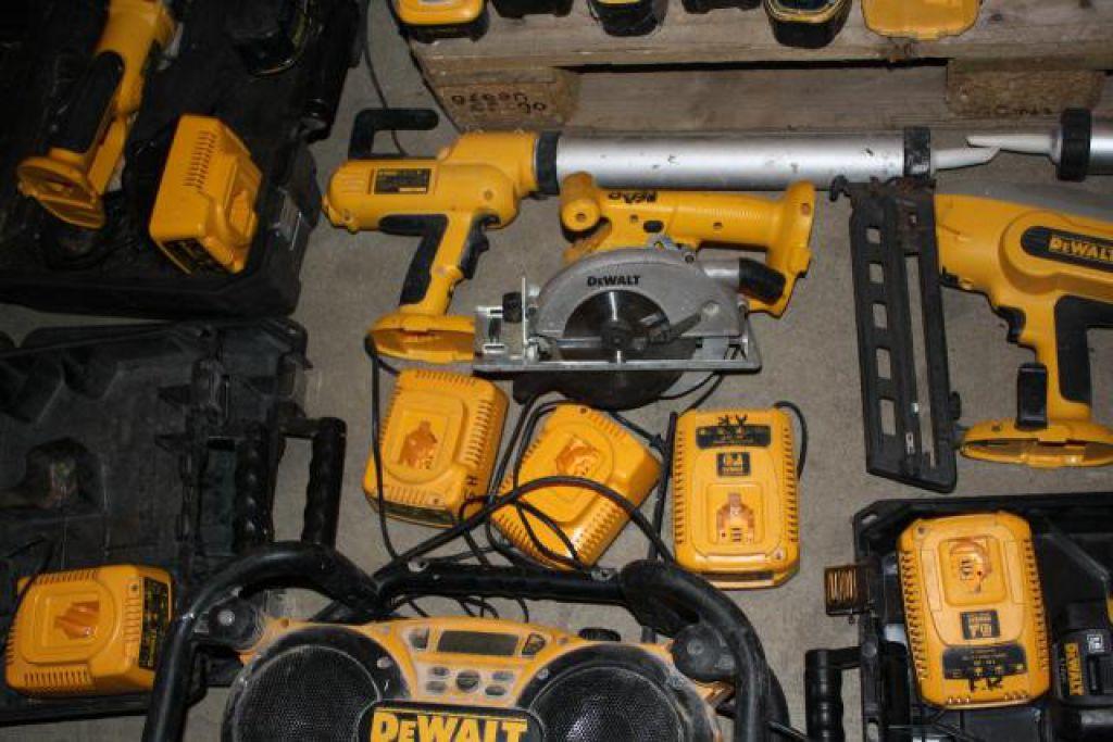 Meget Stort Dewalt Akku Værktøjs sæt, Diverse modeller for sale. Retrade BW18
