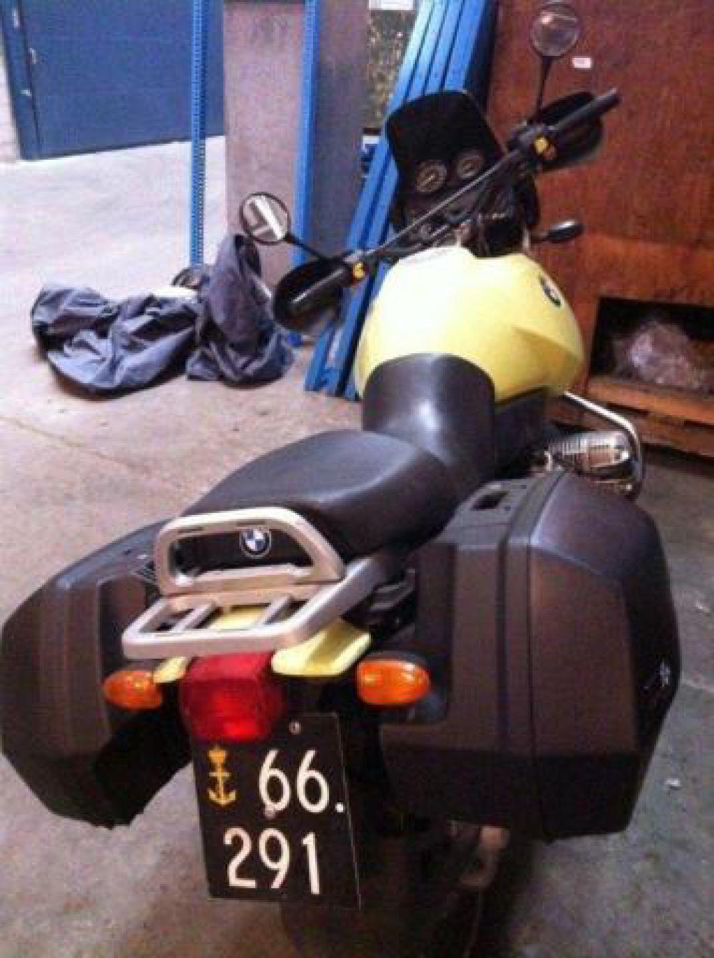 myyt v n bmw r 850 gs motorcykel med k be og sadeltaske. Black Bedroom Furniture Sets. Home Design Ideas