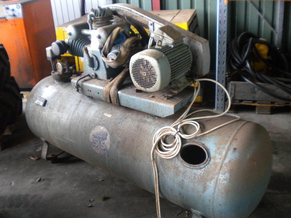 Moderne Stenhøj kompressor KA 112A til salg. På Retrade kan du købe brugt AY-56