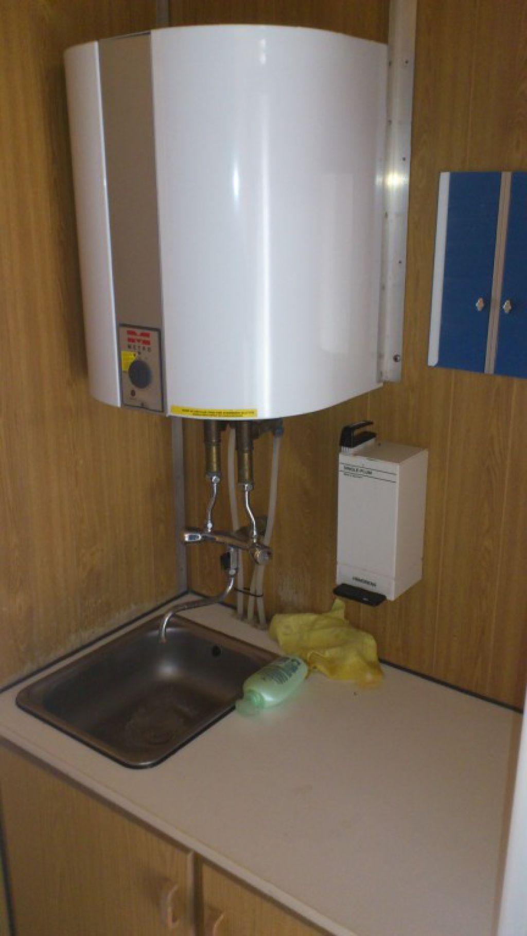 Seriøst RC Fisker mandskabsvogn med bad og toilet med kværn, uden tank for FB14