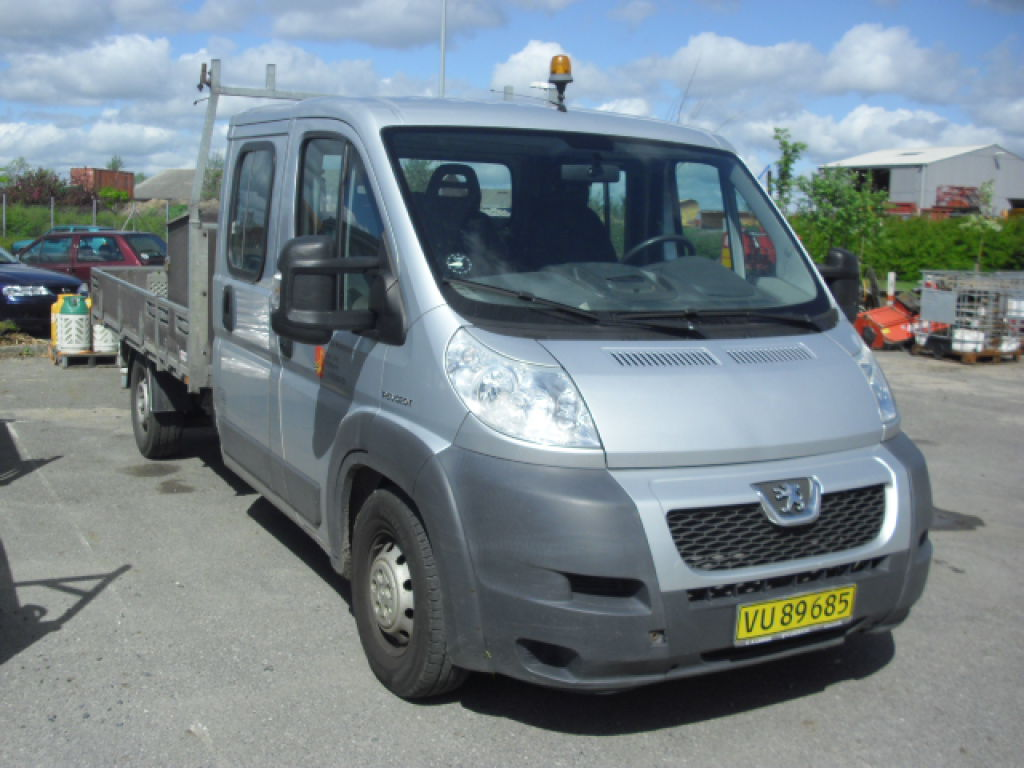 peugeot boxer dobb kabine 435 2 2 hdi for sale retrade offers used machines vehicles. Black Bedroom Furniture Sets. Home Design Ideas