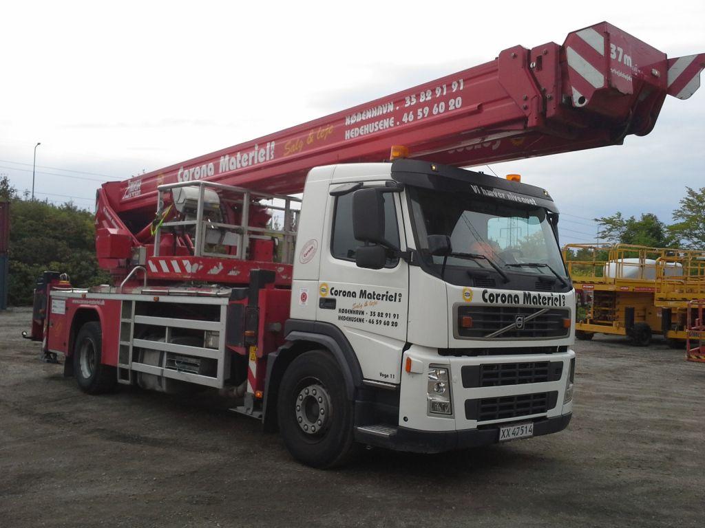 Bronto S37 XDT 37 meter lastbillift monteret på Volvo FM9 / Bronto