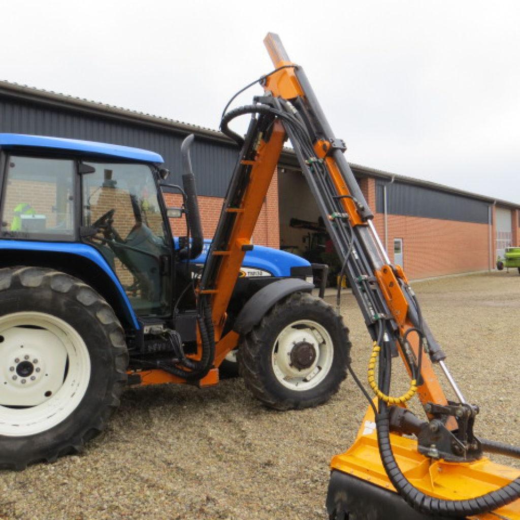 new holland traktor tm 130 med epoke rabatklipper th 75. Black Bedroom Furniture Sets. Home Design Ideas