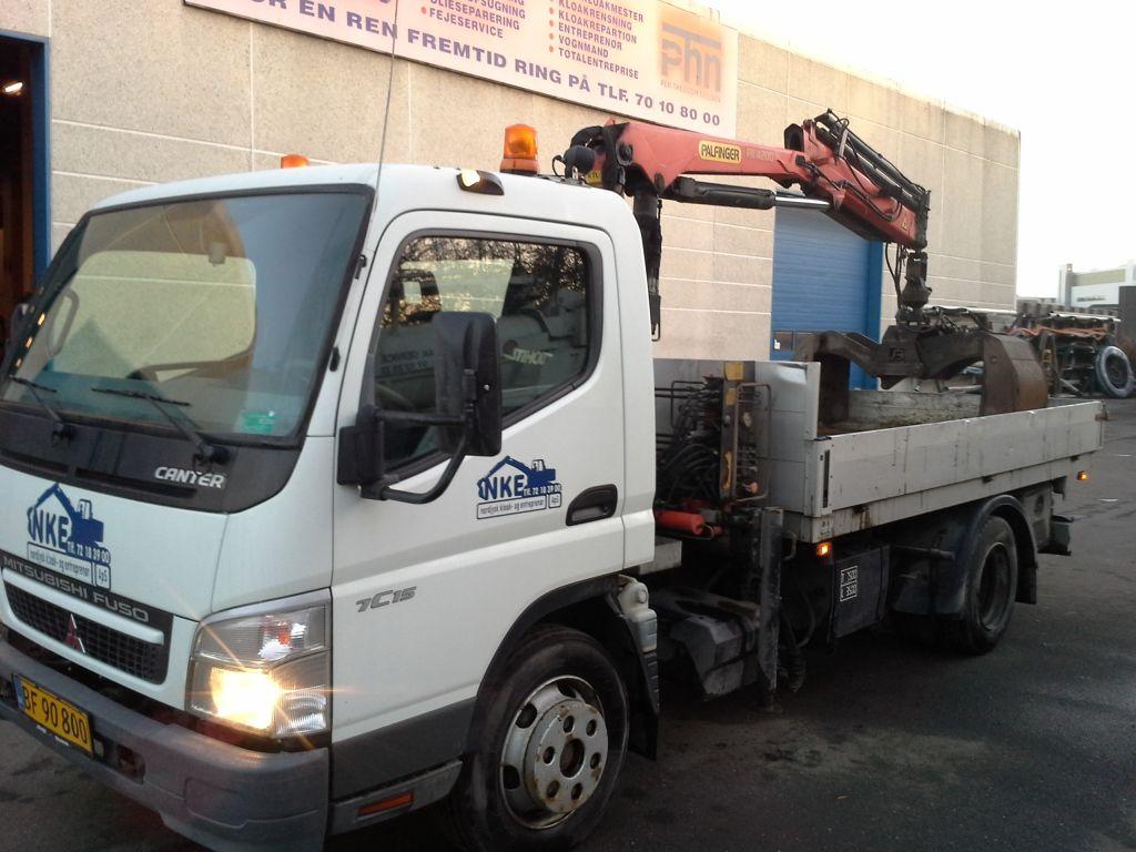 Mitsubishi Fuso 7C15 lastbil med Palfinger kran og 3 vejs tip / Mitsubishi Fuso 7C15 truck with ...