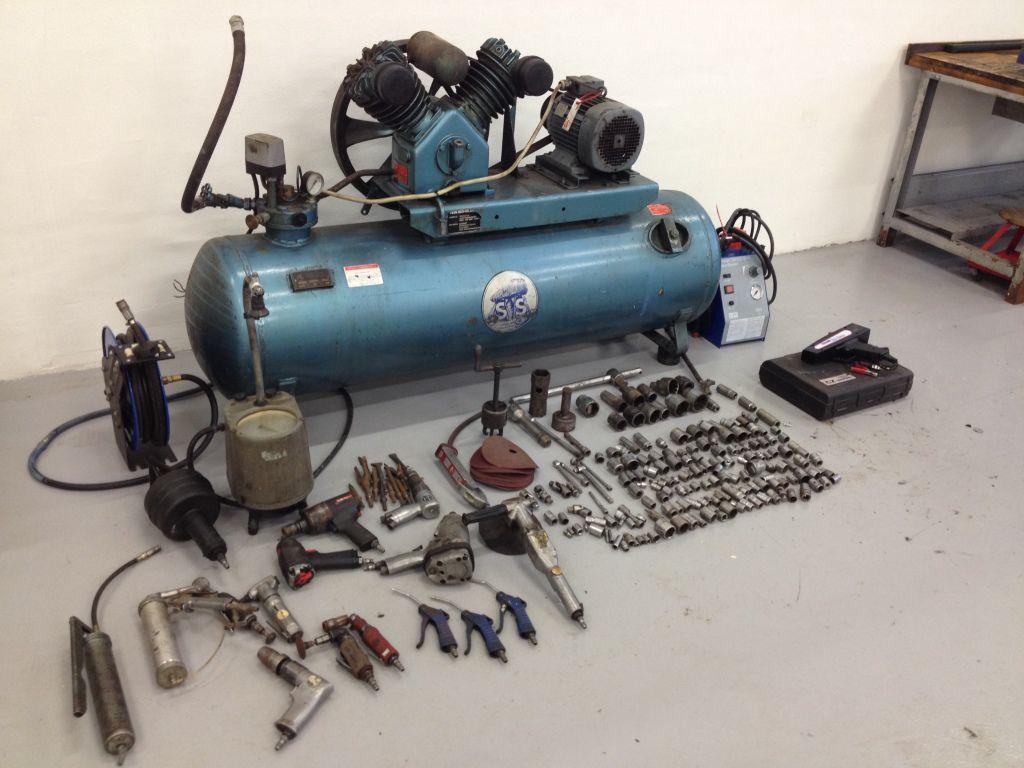 Frisk Stenhøj kompressor med diverse luftværktøj / Stenhøj compressor HM-84