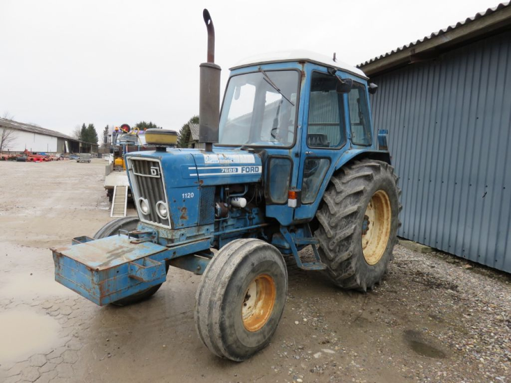 Ford 7600 Traktor    Ford 7600 Tractor With Liftarms For