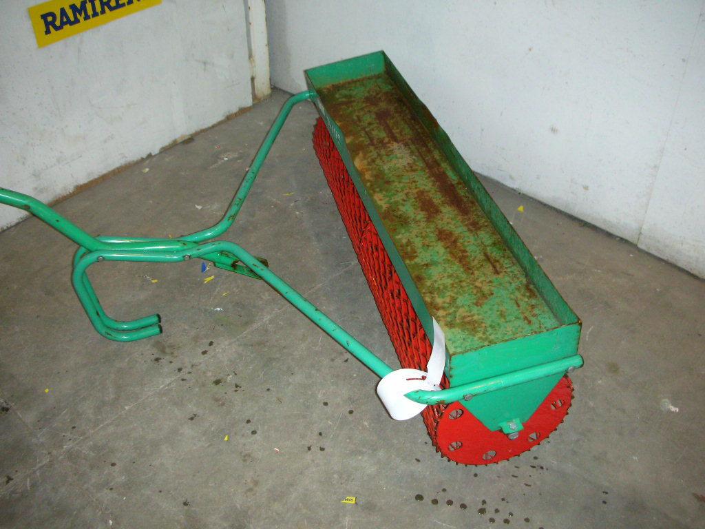 Smaskine og gittertromle seeder and garden roller for sale