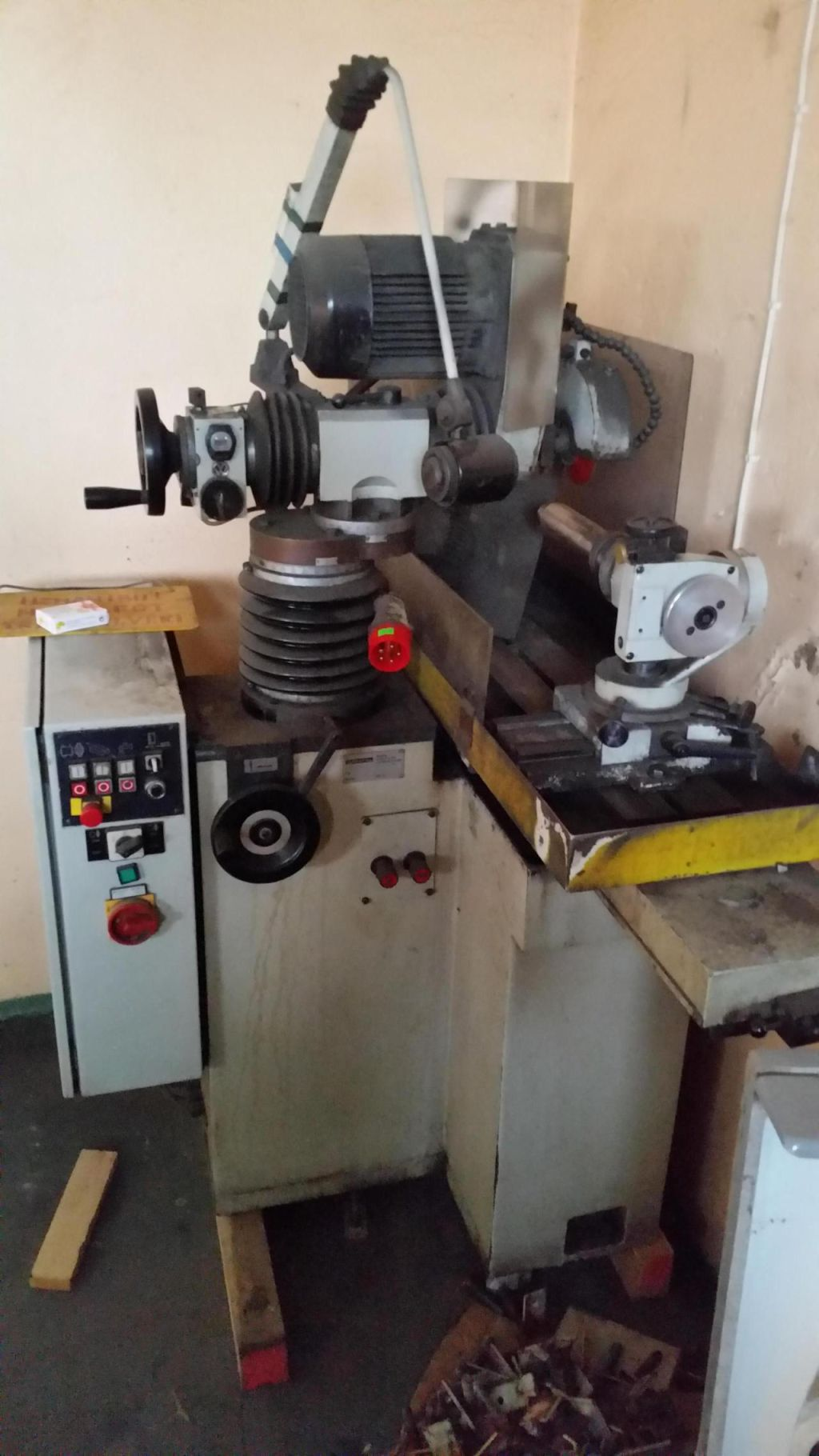 Universal tool grinding machine STEHLE S912 for sale  Retrade offers