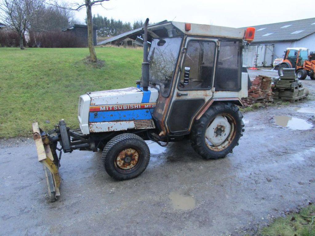 Mitsubishi MT 280 traktor til salg. På Retrade kan du købe brugt udstyr, maskiner, køretøjer og ...