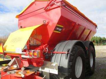 BREDAL K165 Kalk og Gødningsspreder / lime and fertilizer spreader