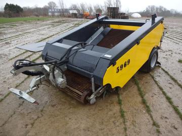 Strandrenser til traktordrift / sand cleaning machine