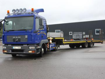 MAN TGL 8.210 4X2 BL Dragbil / trailerdragare med kran samt maskintrailer / Semitractor with crane and machine trailer
