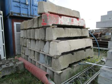 Beton elementer til vejspærring 44 stk / Concrete elements for roadblock 44 pcs