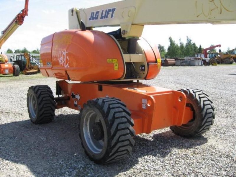 JLG 860 Bomlift - 2