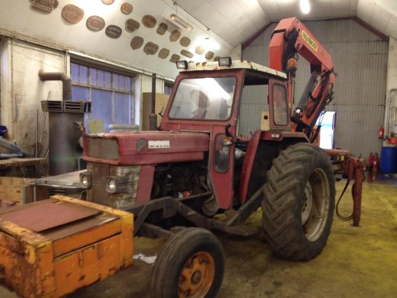 Massey Ferguson traktor med Palfinger kran / Massey Ferguson tractor with Palfinger crane til ...