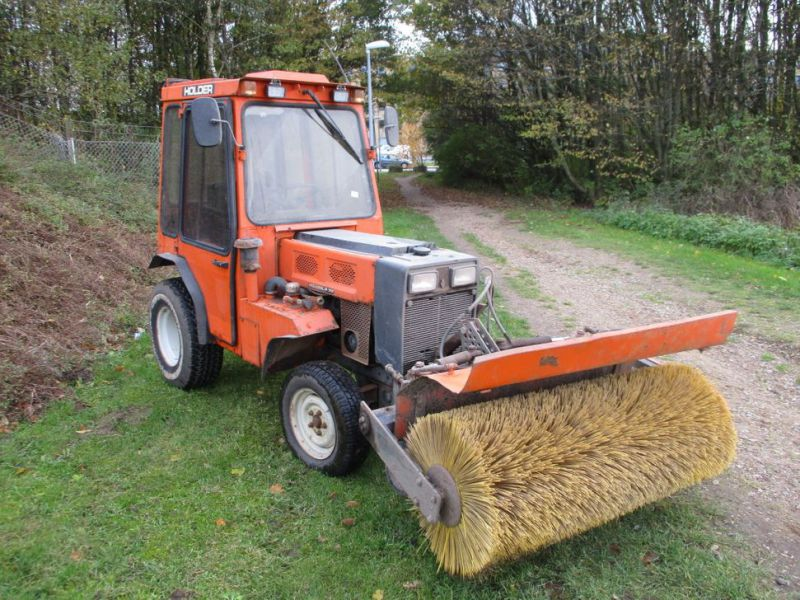 Holder P 70 MINITRAKTOR MED STENSBALLE KOST 130 CM / MINI TRACTOR with Sweeper - 0