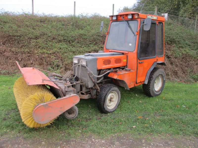 Holder P 70 MINITRAKTOR MED STENSBALLE KOST 130 CM / MINI TRACTOR with Sweeper - 1