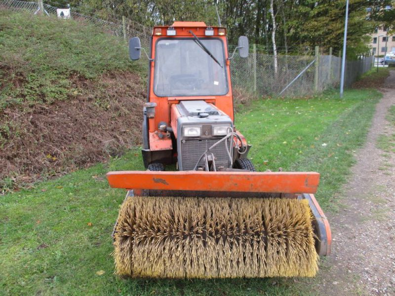 Holder P 70 MINITRAKTOR MED STENSBALLE KOST 130 CM / MINI TRACTOR with Sweeper - 7