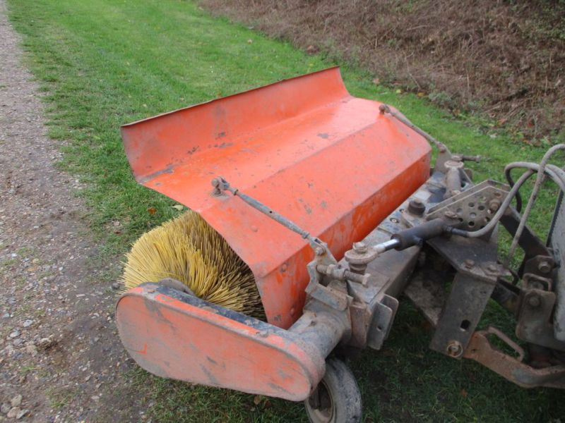 Holder P 70 MINITRAKTOR MED STENSBALLE KOST 130 CM / MINI TRACTOR with Sweeper - 16