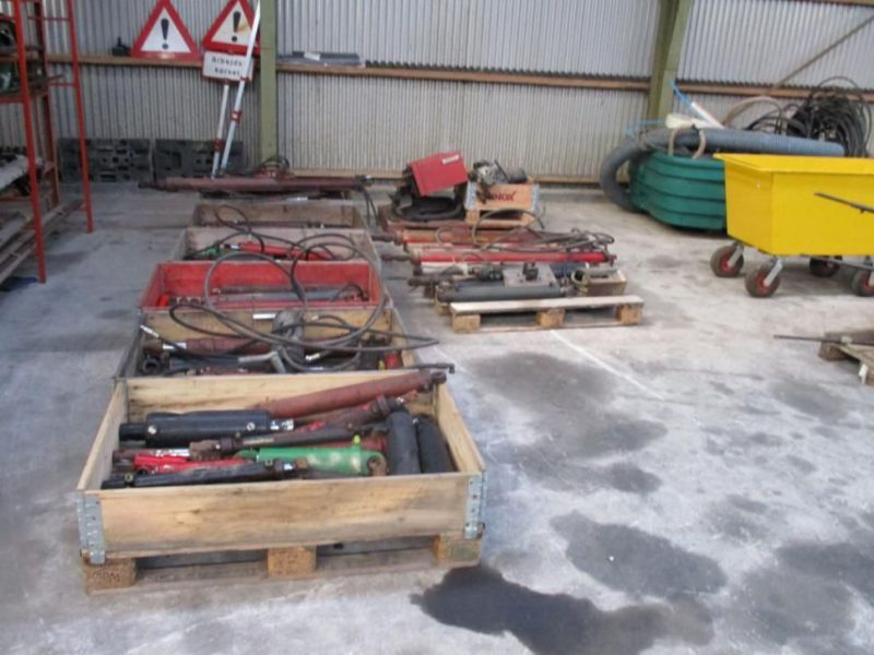 Diverse stempler og hydraulik station / Assorted pistons and hydraulic staion - 1