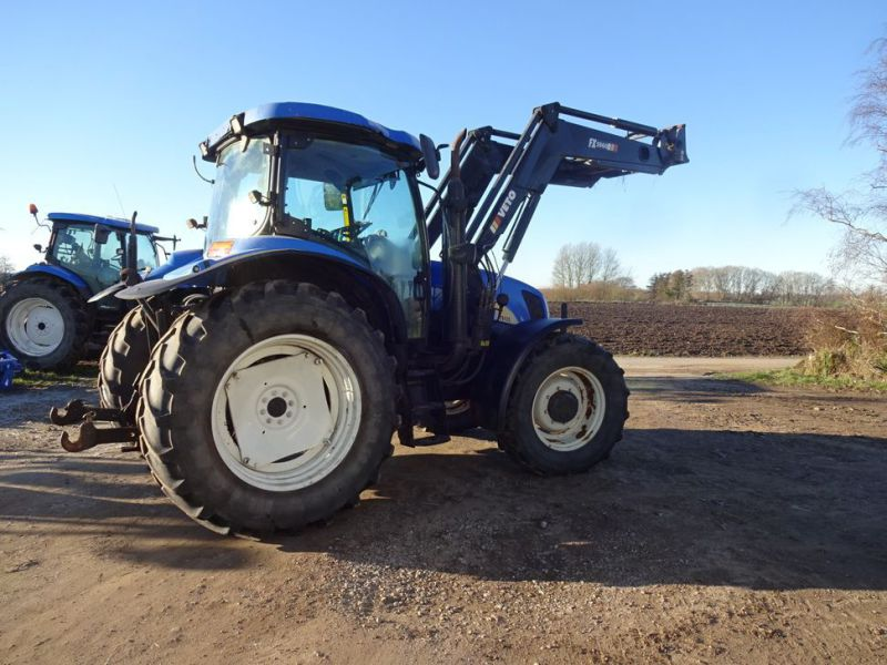 New holland tractor - 2