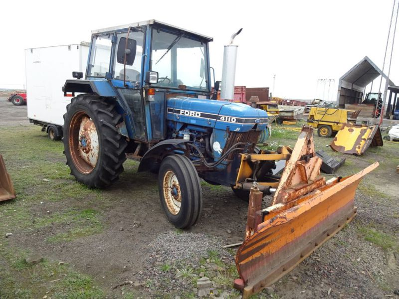 Ford 4110 2WD  med sneplov og kost / Ford with snow plow and sweeper - 3