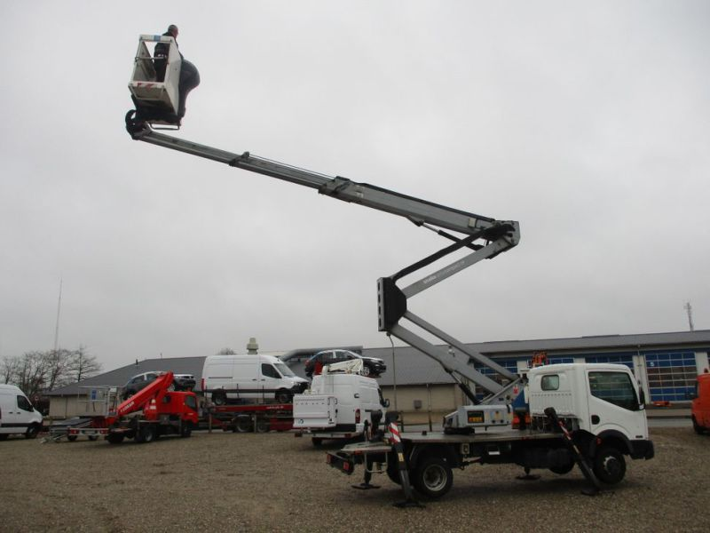 Oil & Steel Snake 20.10 Compact Person Lift / NISSAN CABSTAR F35.11 / Truck mounted Lift - 0