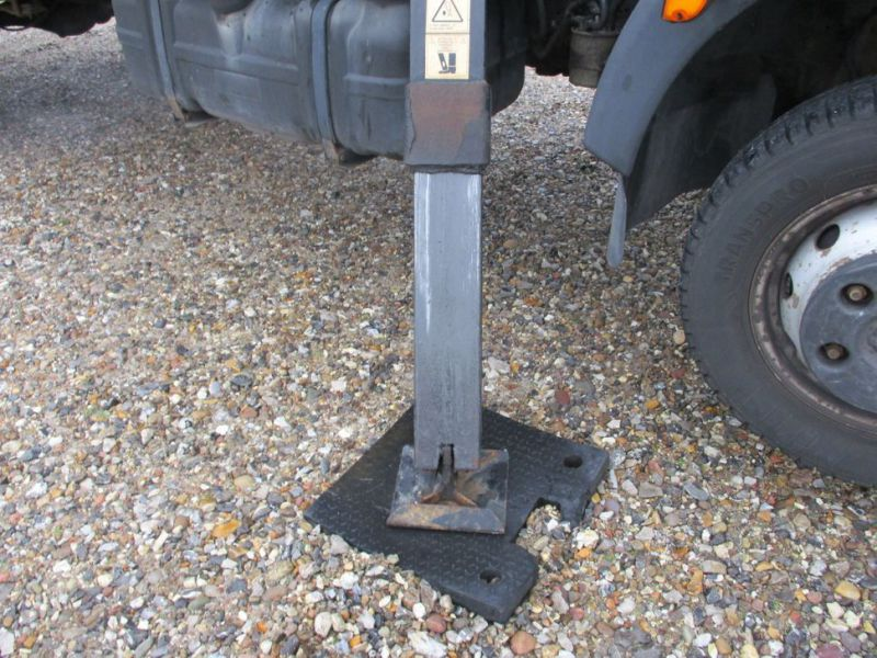Oil & Steel Snake 20.10 Compact Person Lift / NISSAN CABSTAR F35.11 / Truck mounted Lift - 15