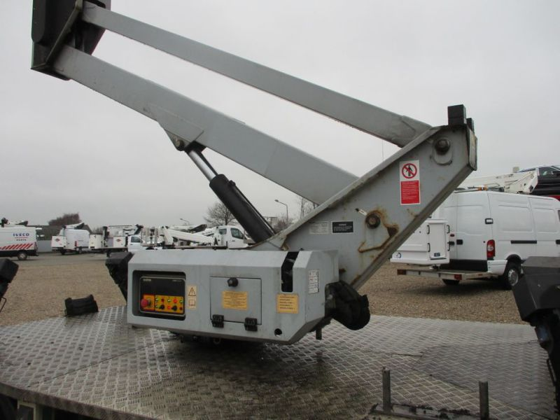 Oil & Steel Snake 20.10 Compact Person Lift / NISSAN CABSTAR F35.11 / Truck mounted Lift - 24