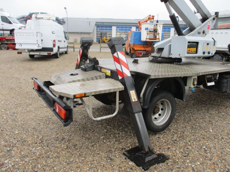 Oil & Steel Snake 20.10 Compact Person Lift / NISSAN CABSTAR F35.11 / Truck mounted Lift - 28