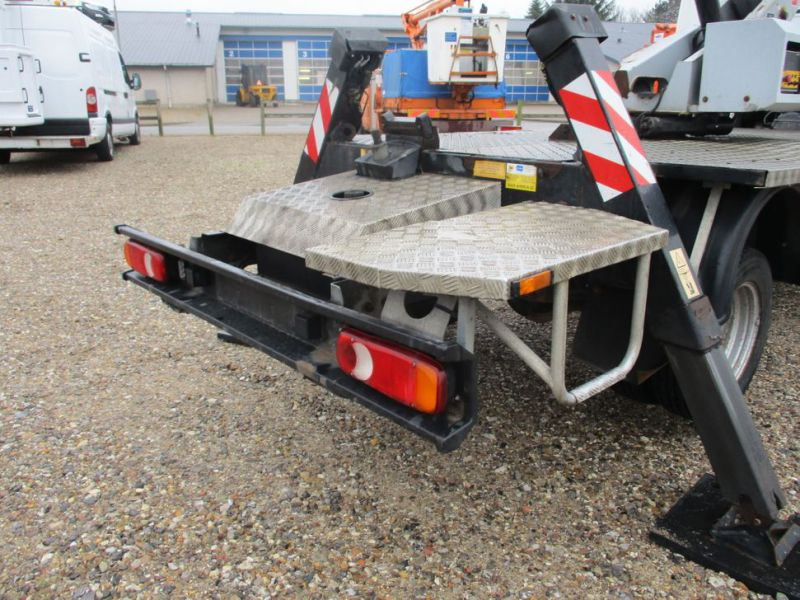 Oil & Steel Snake 20.10 Compact Person Lift / NISSAN CABSTAR F35.11 / Truck mounted Lift - 29