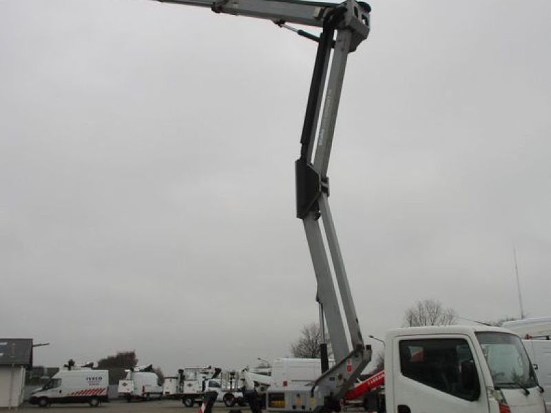 Oil & Steel Snake 20.10 Compact Person Lift / NISSAN CABSTAR F35.11 / Truck mounted Lift - 32