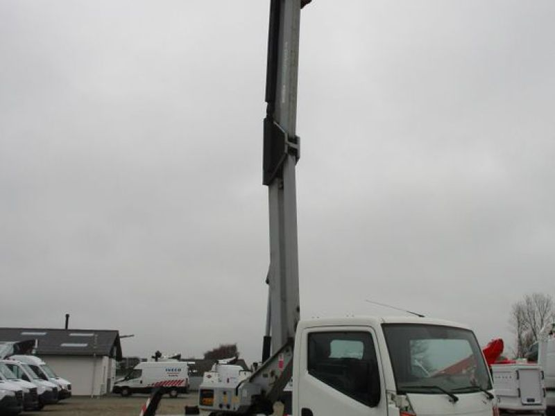 Oil & Steel Snake 20.10 Compact Person Lift / NISSAN CABSTAR F35.11 / Truck mounted Lift - 33