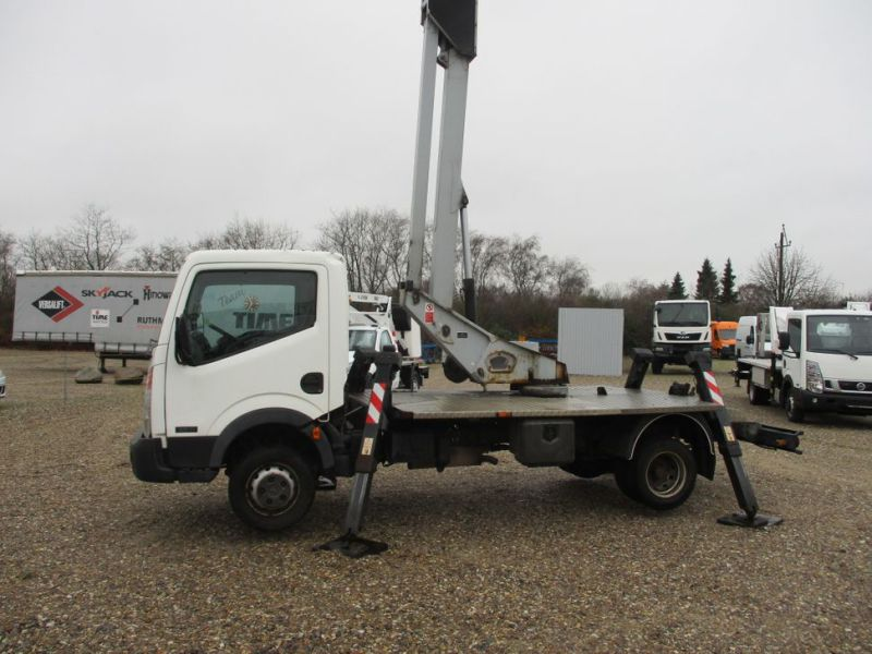 Oil & Steel Snake 20.10 Compact Person Lift / NISSAN CABSTAR F35.11 / Truck mounted Lift - 36