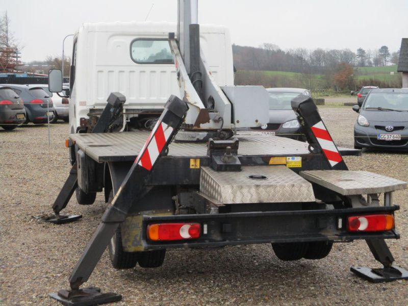 Oil & Steel Snake 20.10 Compact Person Lift / NISSAN CABSTAR F35.11 / Truck mounted Lift - 38