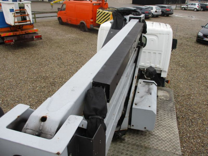 Oil & Steel Snake 20.10 Compact Person Lift / NISSAN CABSTAR F35.11 / Truck mounted Lift - 47