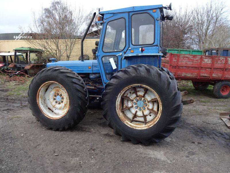 Ford County 944 4x4 / Tractor - 0