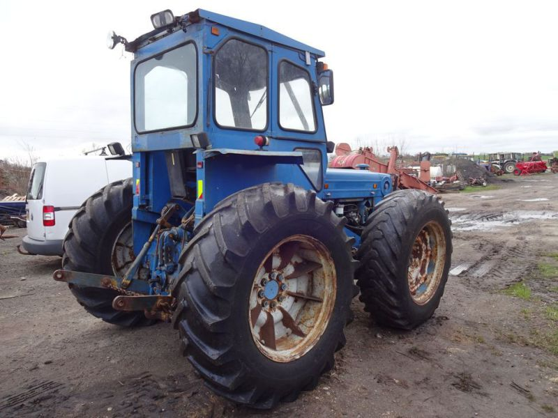 Ford County 944 4x4 / Tractor - 11