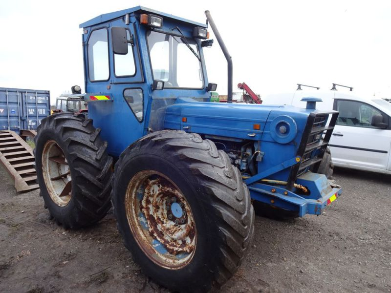 Ford County 944 4x4 / Tractor - 12