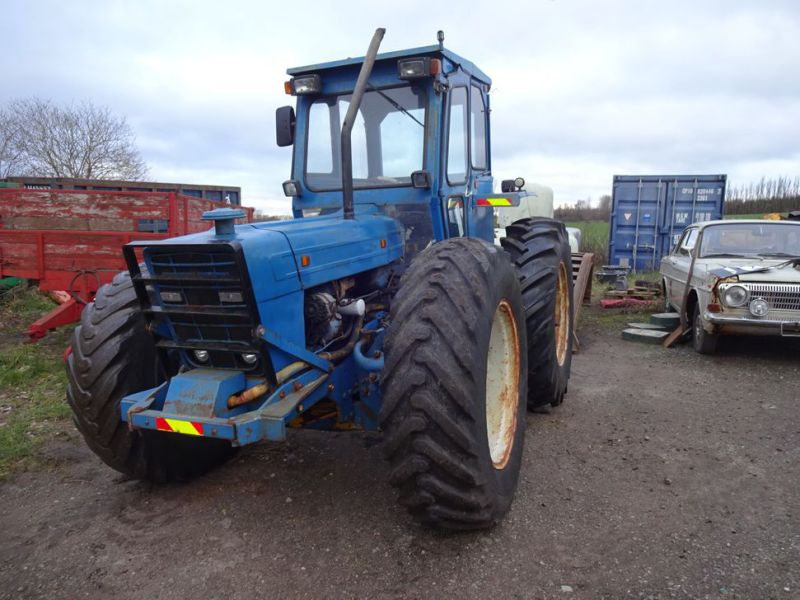 Ford County 944 4x4 / Tractor - 14