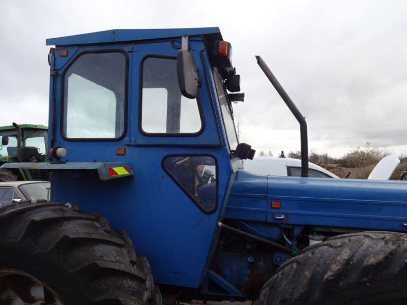 Ford County 944 4x4 / Tractor - 19