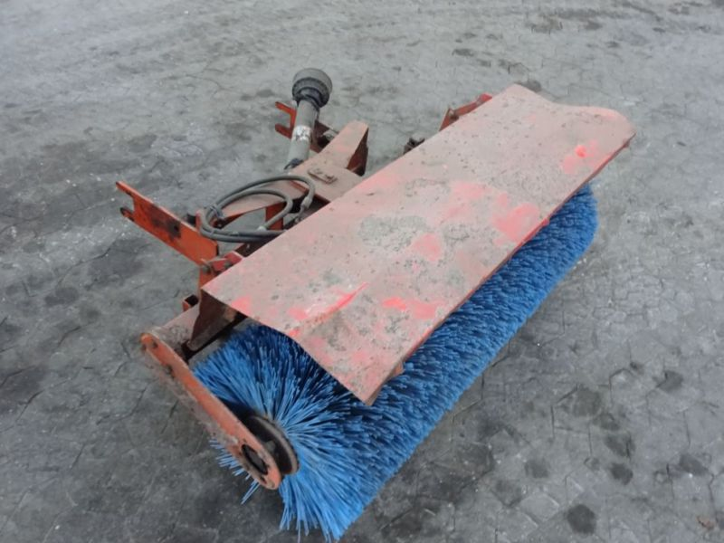 Iseki SF230 4WD med redskaber / Tool carrier with equipment - 16
