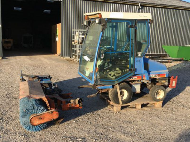 Iseki SF230 4WD med redskaber / Tool carrier with equipment - 25