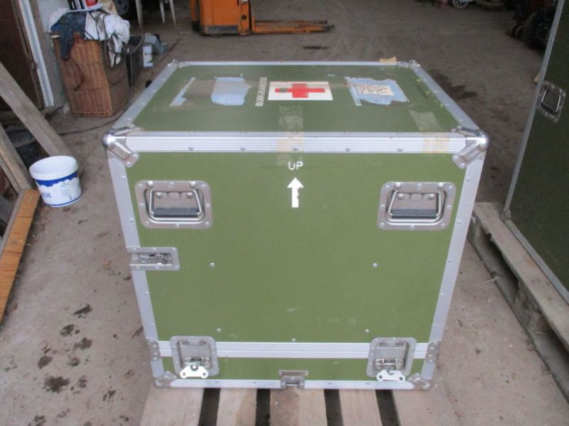 2 stk Pierre Beauvais flight cases incl blood gas analysis aparat / Flight casese including  blood and gas analyzer  - 2