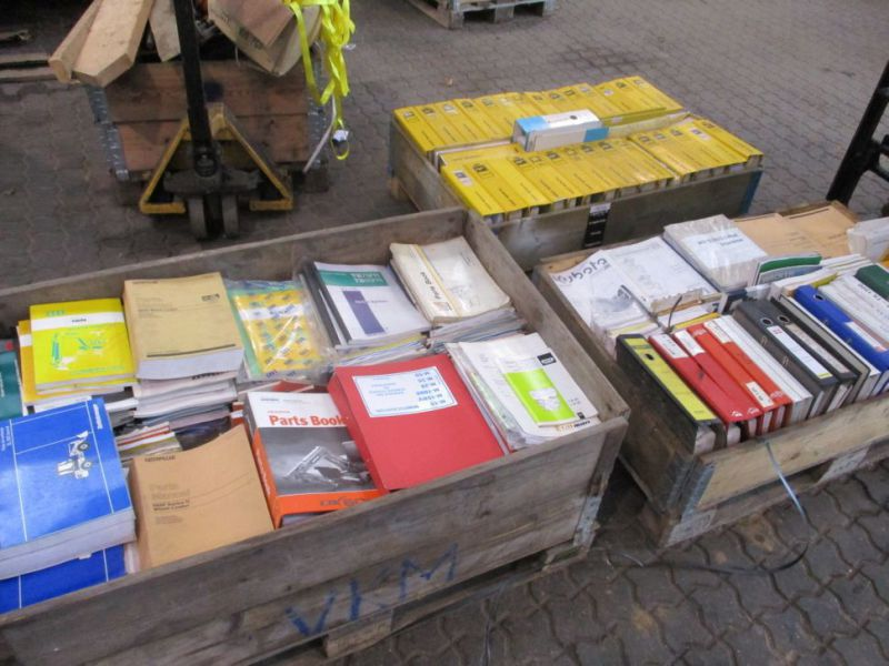 Brugermanualer og reservebøger / User manuals and spare parts books - 15